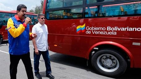 autobús acompañantes maduras