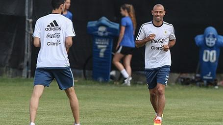 Sampaoli apostará por una línea de cuatro defensores con Mascherano como central