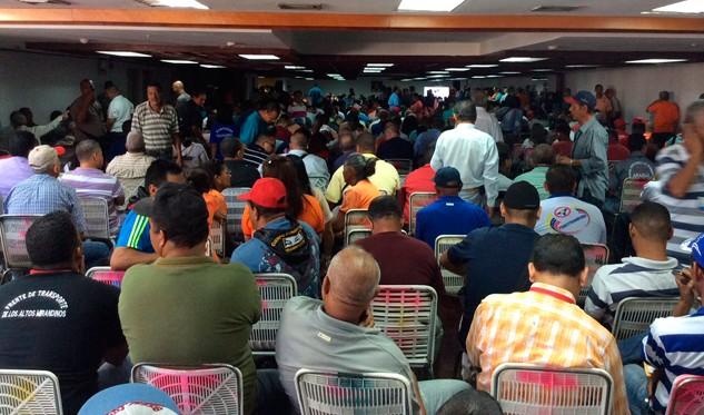 Ministro Molina asegura que aumento de pasaje será