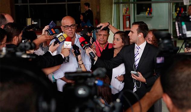 Oposición venezolana posterga protesta a espera de anuncios sobre revocatorio