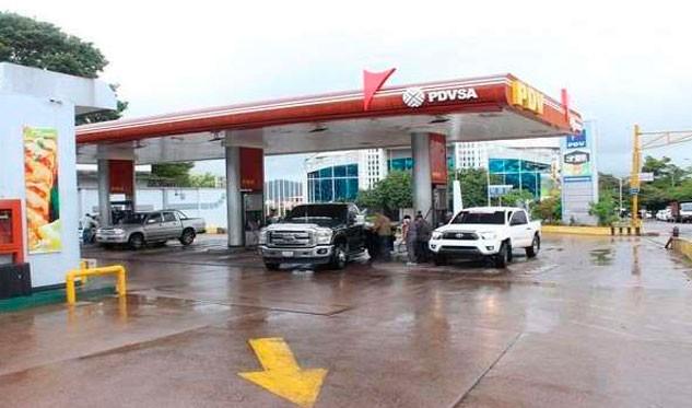 Estaciones en Táchira venderán gasolina en pesos y dólares