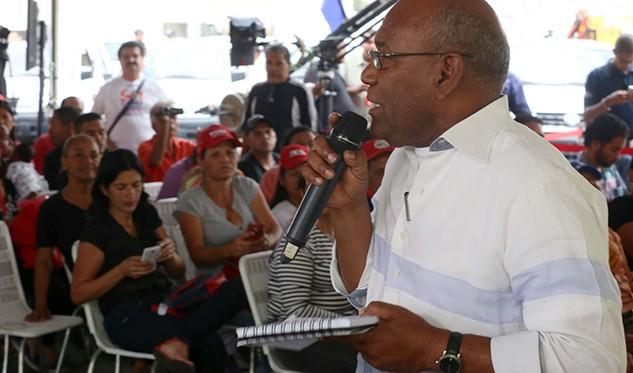 Ejecutivo pide acelerar la entrega de tierras a campesinos