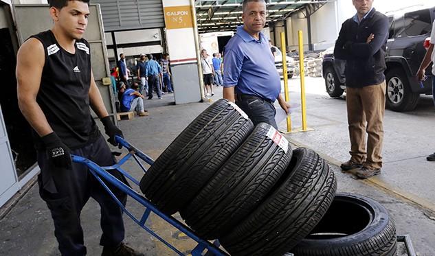 Fontur dice que distribuirá más de 100 mil cauchos para transportistas