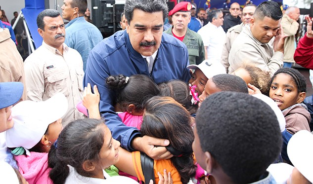 Maduro explica por qué ordenó la salida de Venezuela de OEA