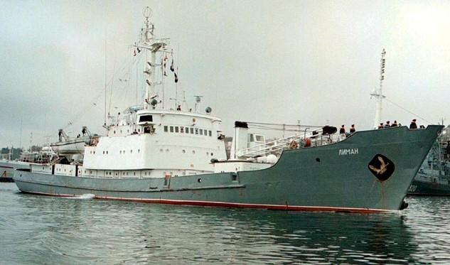 Naufraga buque de guerra ruso tras chocar contra carguero en mar Negro