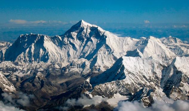Muere intentando subir al Everest con 86 años