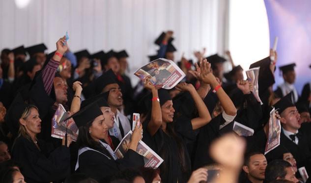 Presidente Maduro lidera acto de graduación de la Micromisión Simón Rodríguez