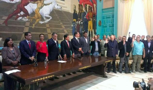 Instalan comisión organizadora en defensa de la Constitución