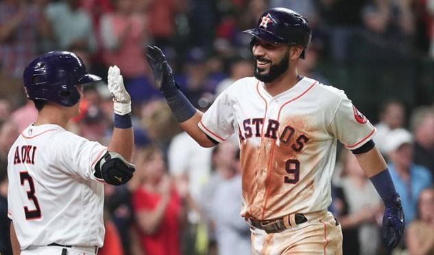 Marwin González sonó un jonrón en victoria de los Astros