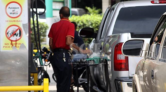 Crisis en Venezuela, Gobierno limita la venta de gasolina