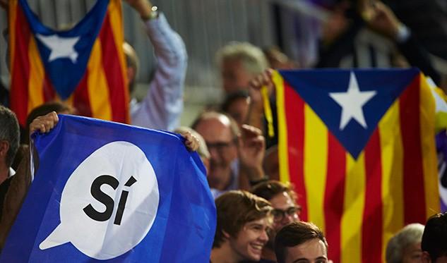 Reparten en Barcelona un millón de papeletas para el referéndum