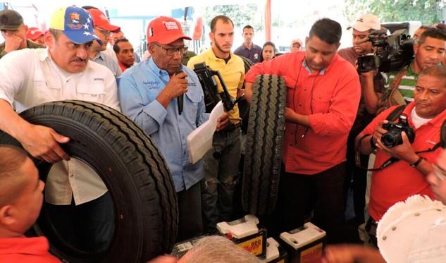 Motta Domínguez encabezó venta de cauchos para transportistas en Anzoátegui