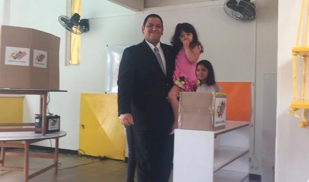 Rector electoral venezolano denuncia casos de
