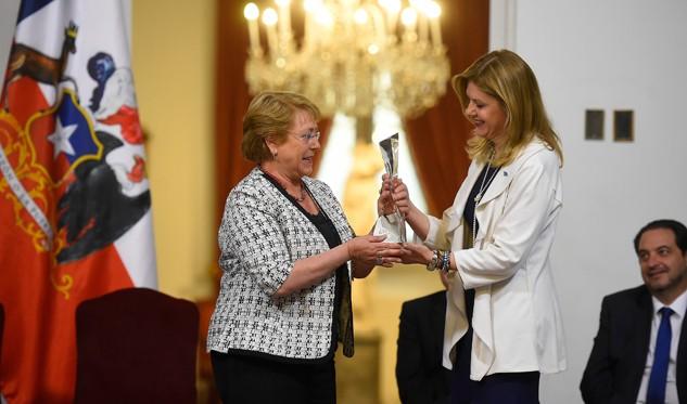 Bachelet llamó a votar y actualizó situación de Villa Santa Lucia
